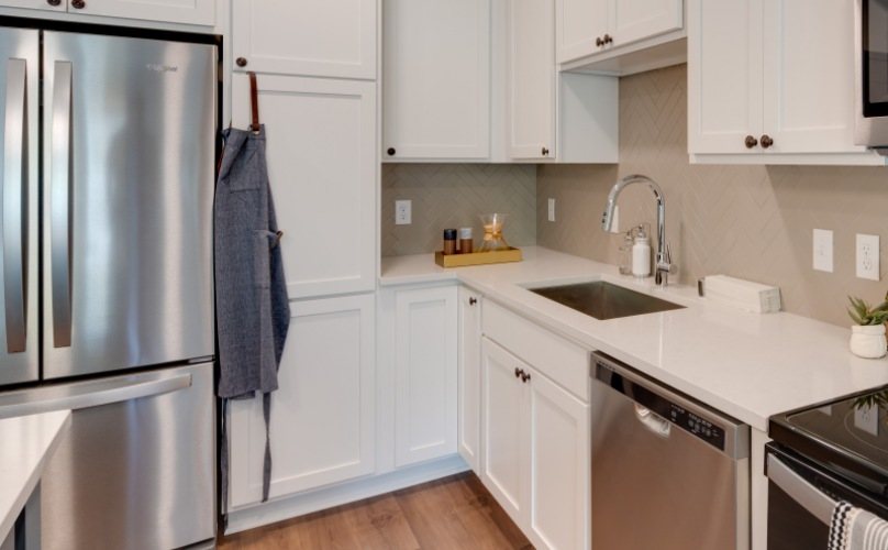 Elan West End kitchen with stainless appliances and quartz counters